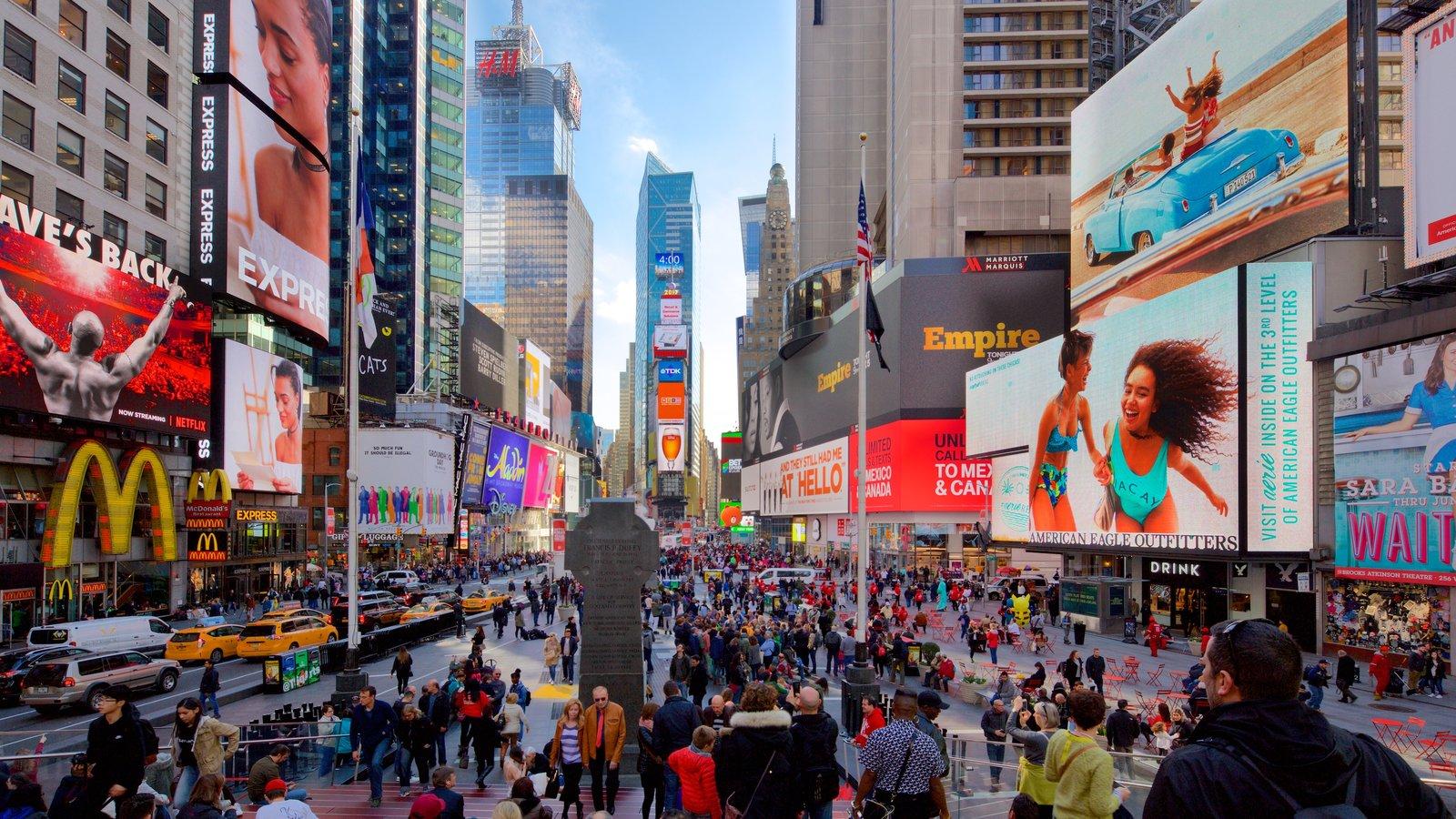 Times Square mostrando uma cidade, sinalização e paisagens da cidade