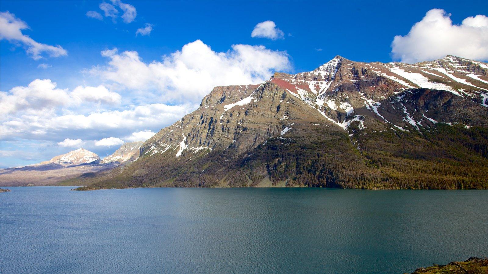 St. Mary Lake mostrando montañas, vistas de paisajes y escenas tranquilas