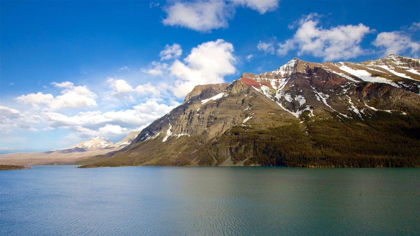 St. Mary Lake ofreciendo montañas, un río o arroyo y vistas de paisajes