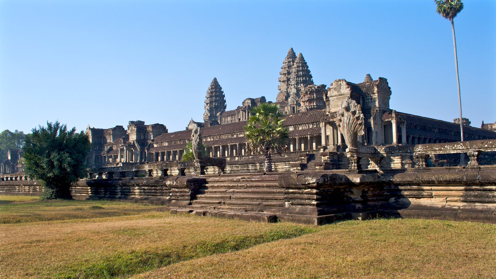 angkor wat essay example Angkor wat, the largest religious site in the world, is a beautiful and a must see in cambodia see these awesome angkor wat pictures from our photo essay.