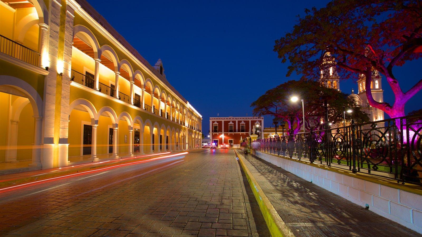 Campeche mostrando escenas nocturnas y un jardín
