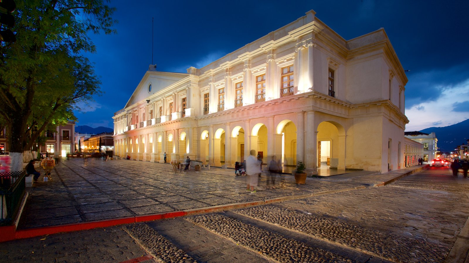 Plaza 31 de Marzo featuring night scenes and heritage architecture