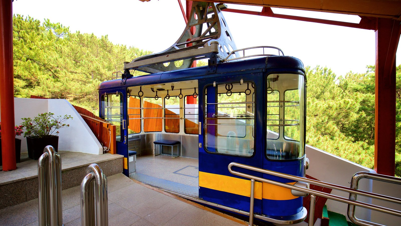 Namsan cable car - Namsan Cable Car Which Includes A Gondola