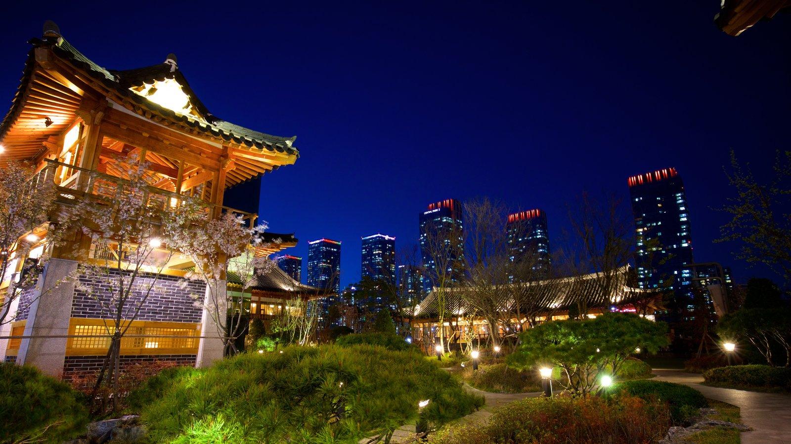 Incheon mostrando um edifício, elementos de patrimônio e cenas noturnas