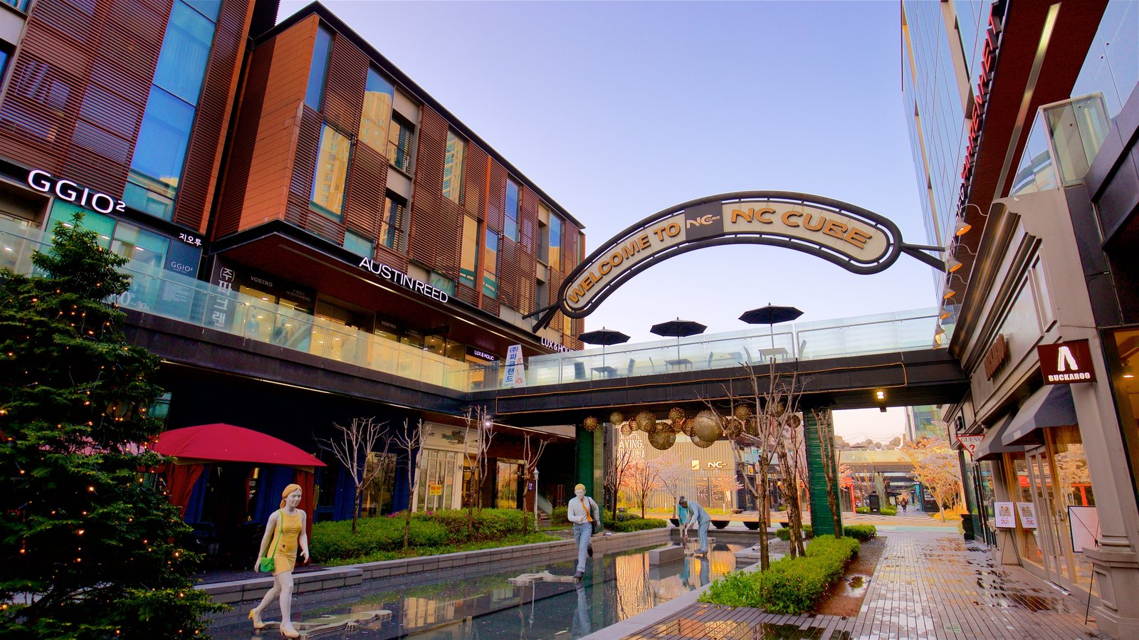 NC Cube Canal Walk showing outdoor art, signage and central business district