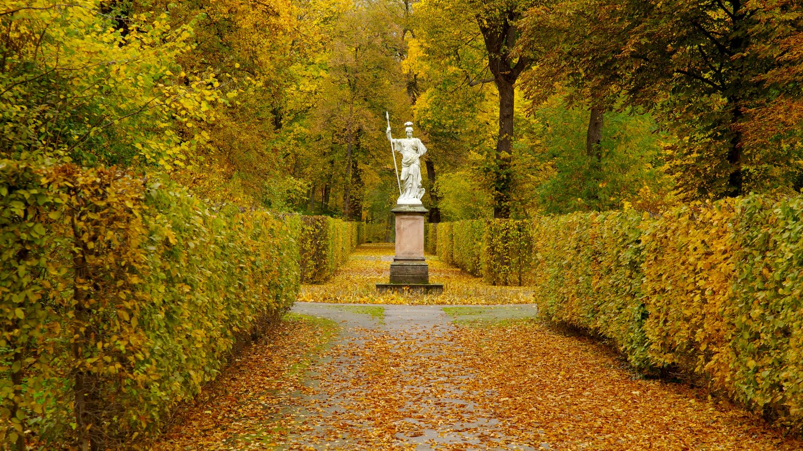 Schloss Charlottenburg featuring a statue or sculpture, landscape views and autumn leaves