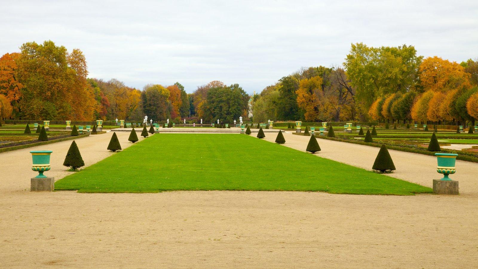 Schloss Charlottenburg showing a garden and autumn leaves