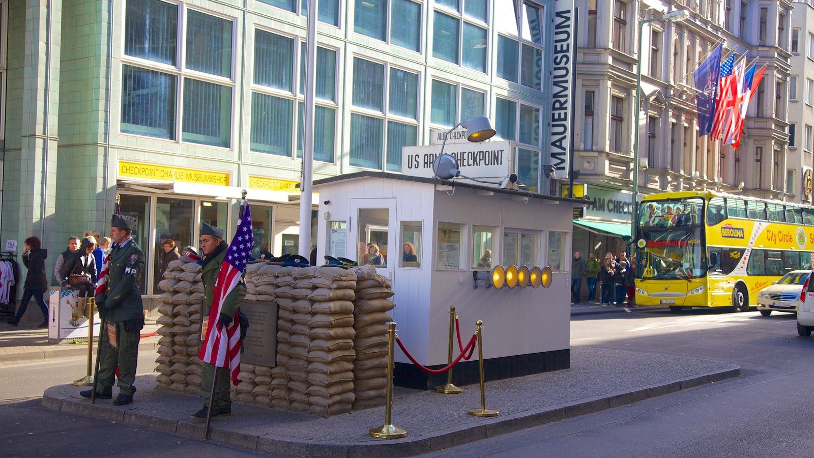 Checkpoint Charlie Museum showing street scenes and a city