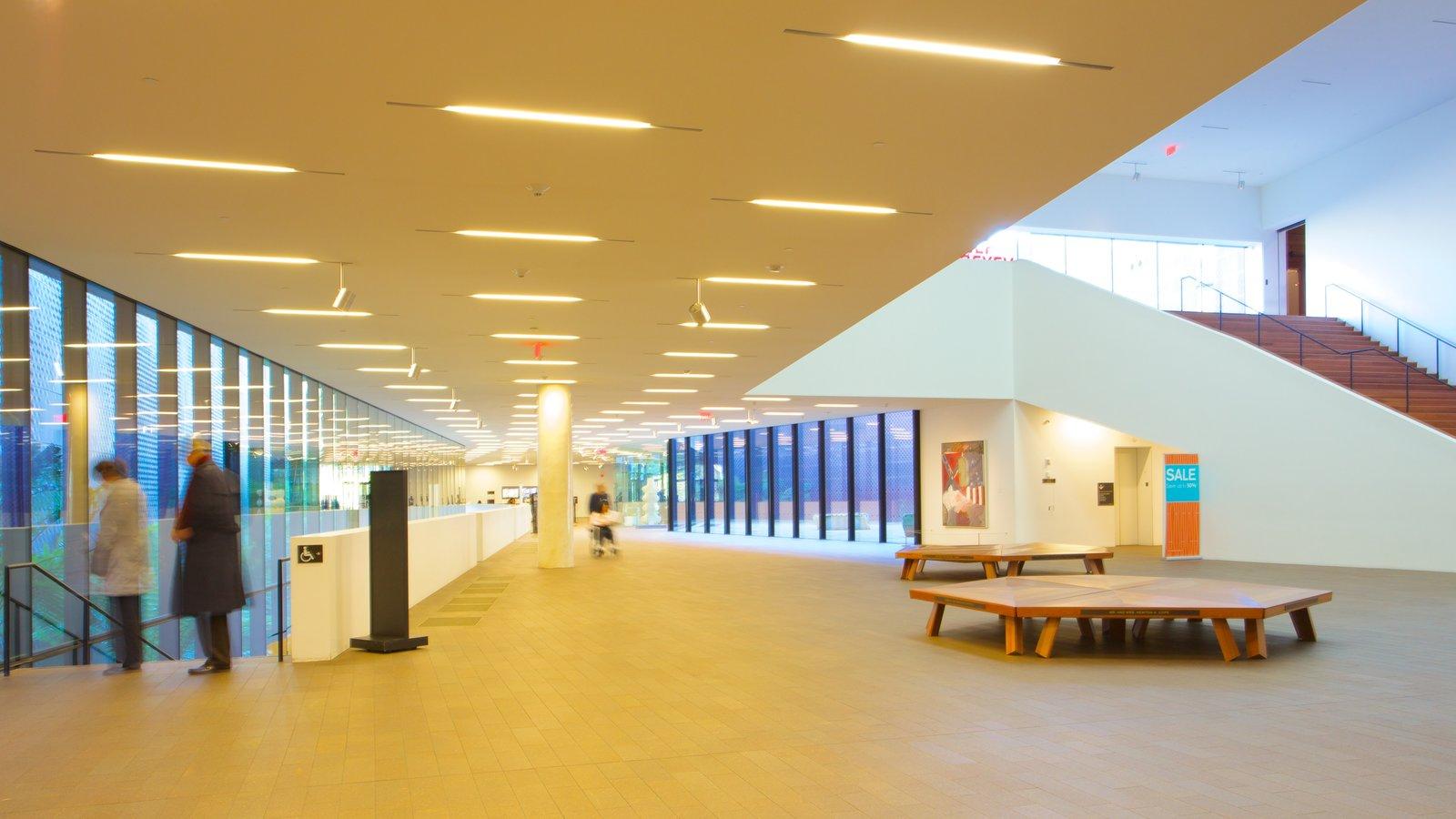 De Young Museum mostrando vistas internas e arte assim como um casal