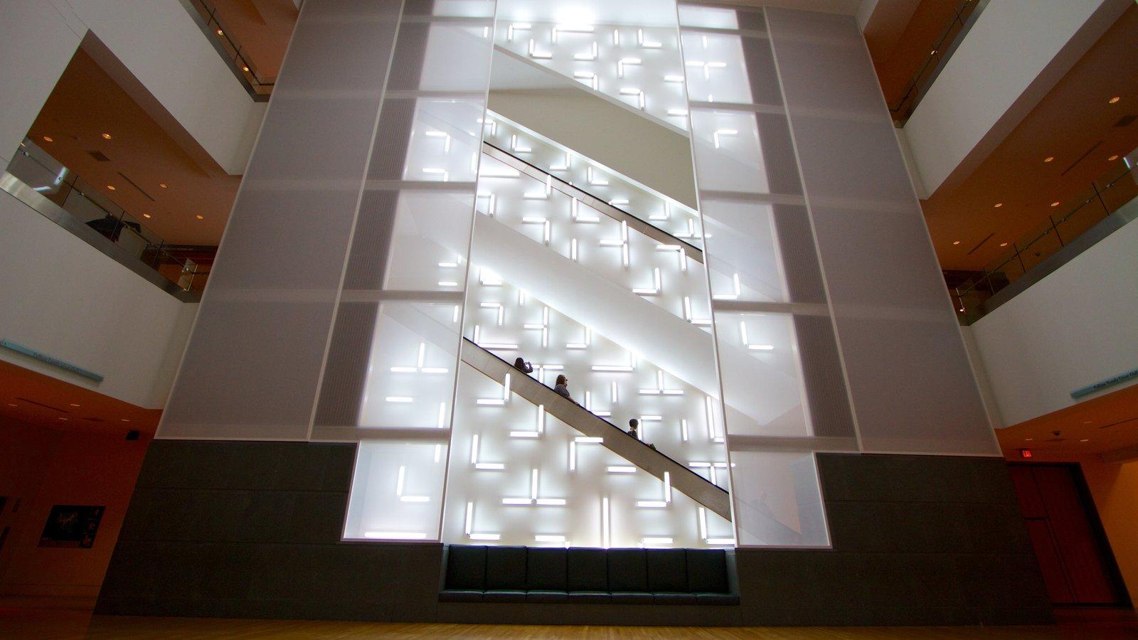 Indianápolis que inclui vistas internas e arquitetura moderna