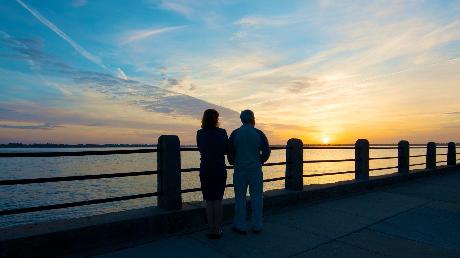 Charleston que inclui um pôr do sol, escalada ou caminhada e paisagens litorâneas