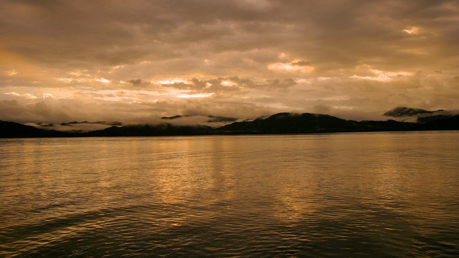 Costa Rica ofreciendo una puesta de sol, vistas generales de la costa y vistas de paisajes