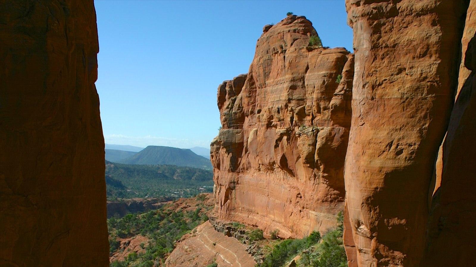 Sedona que inclui paisagem e um desfiladeiro ou canyon