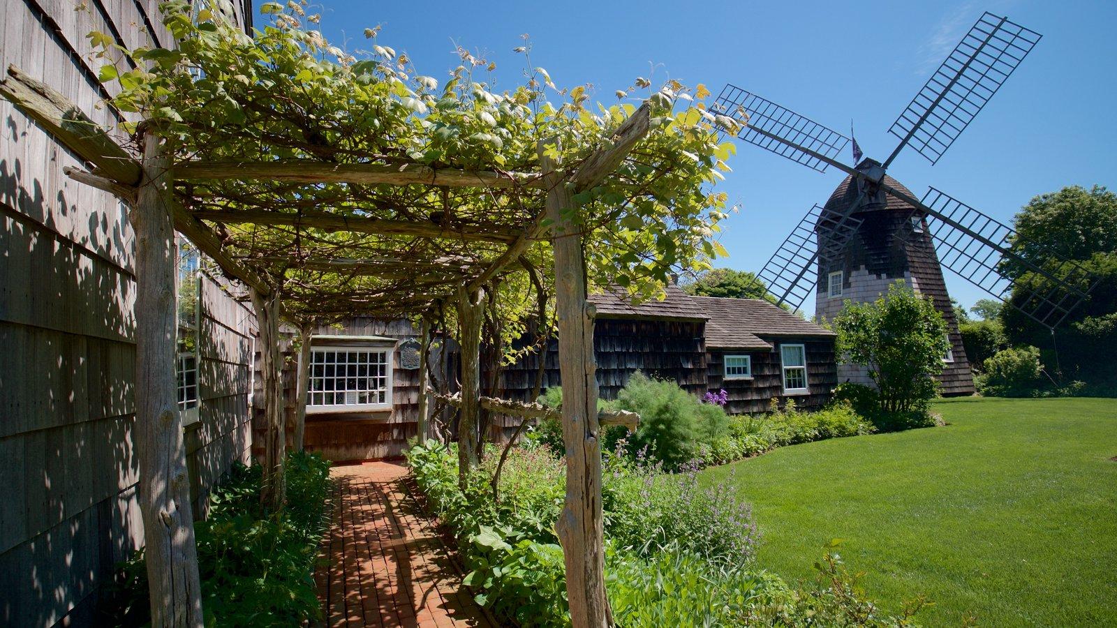 Museo Home Sweet Home ofreciendo un molino de viento y elementos del patrimonio