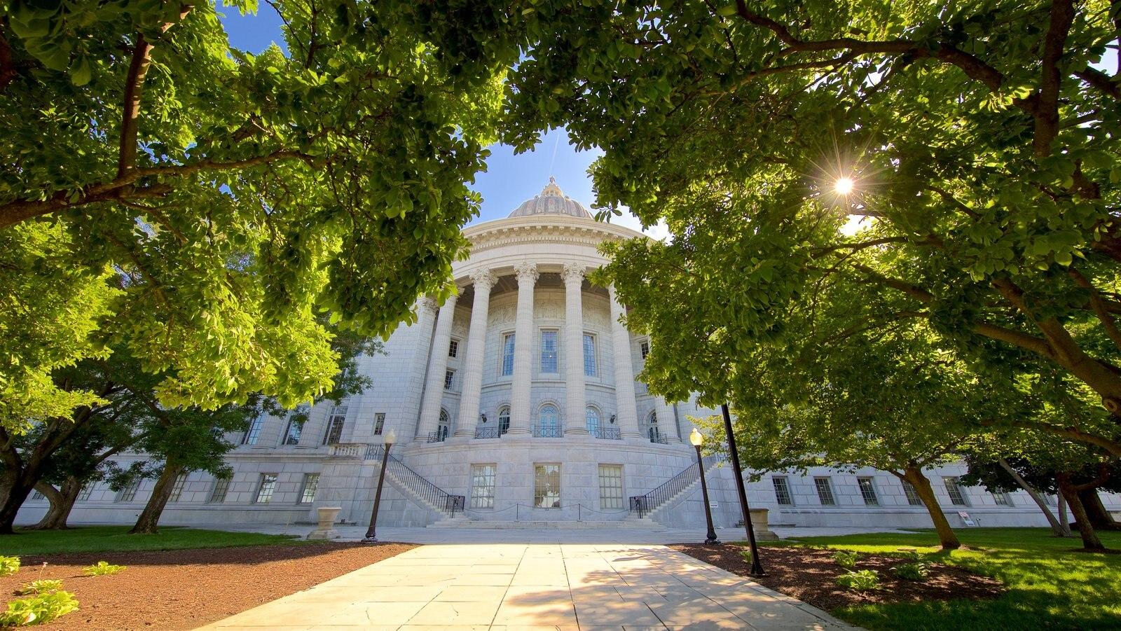 Missouri State Capitol featuring heritage architecture