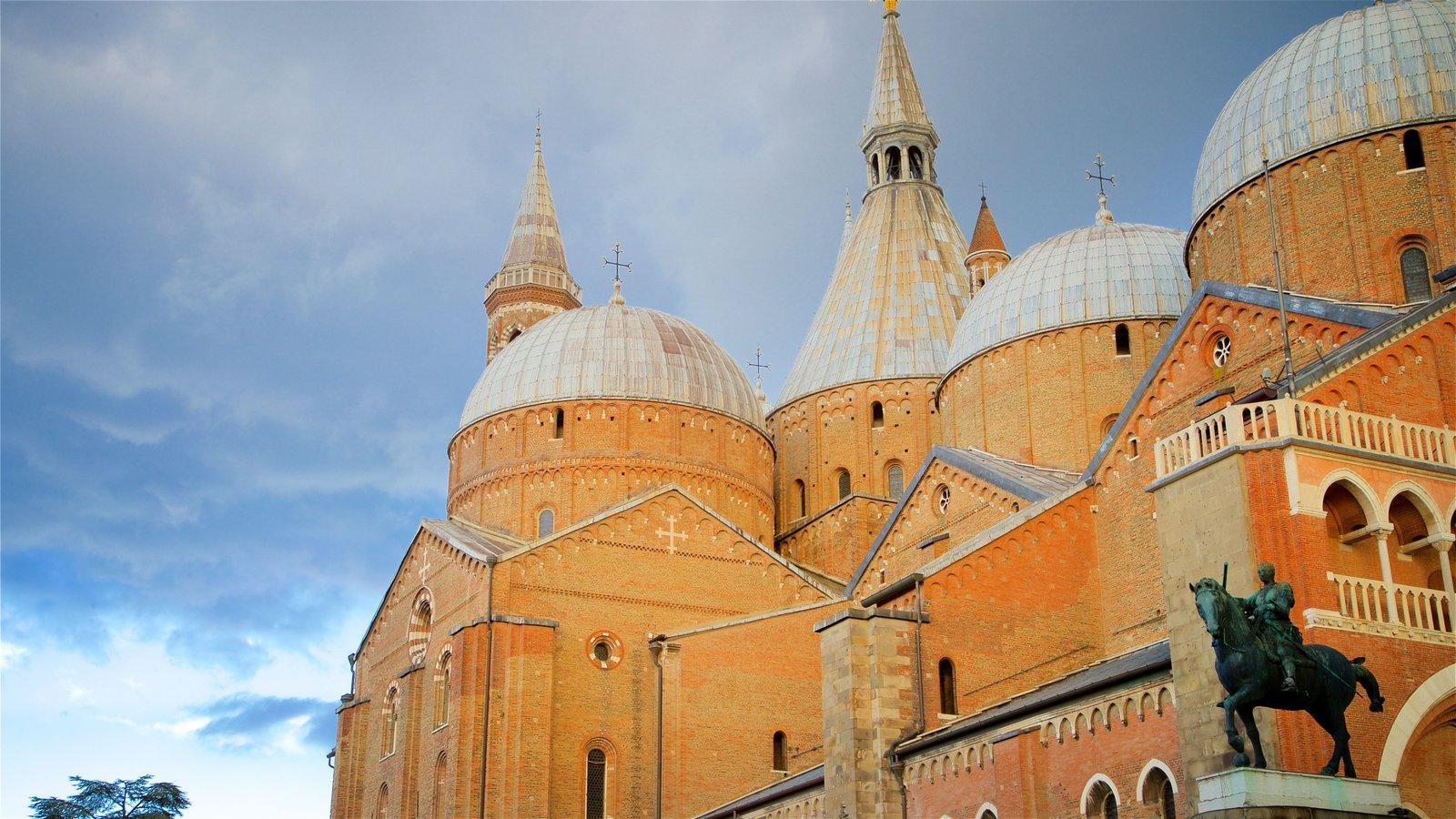 Basilica di Sant\'Antonio da Padova featuring a church or cathedral, a statue or sculpture and heritage architecture