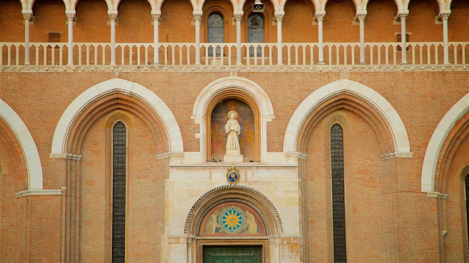 Basilica di Sant\'Antonio da Padova showing a statue or sculpture, religious elements and heritage elements