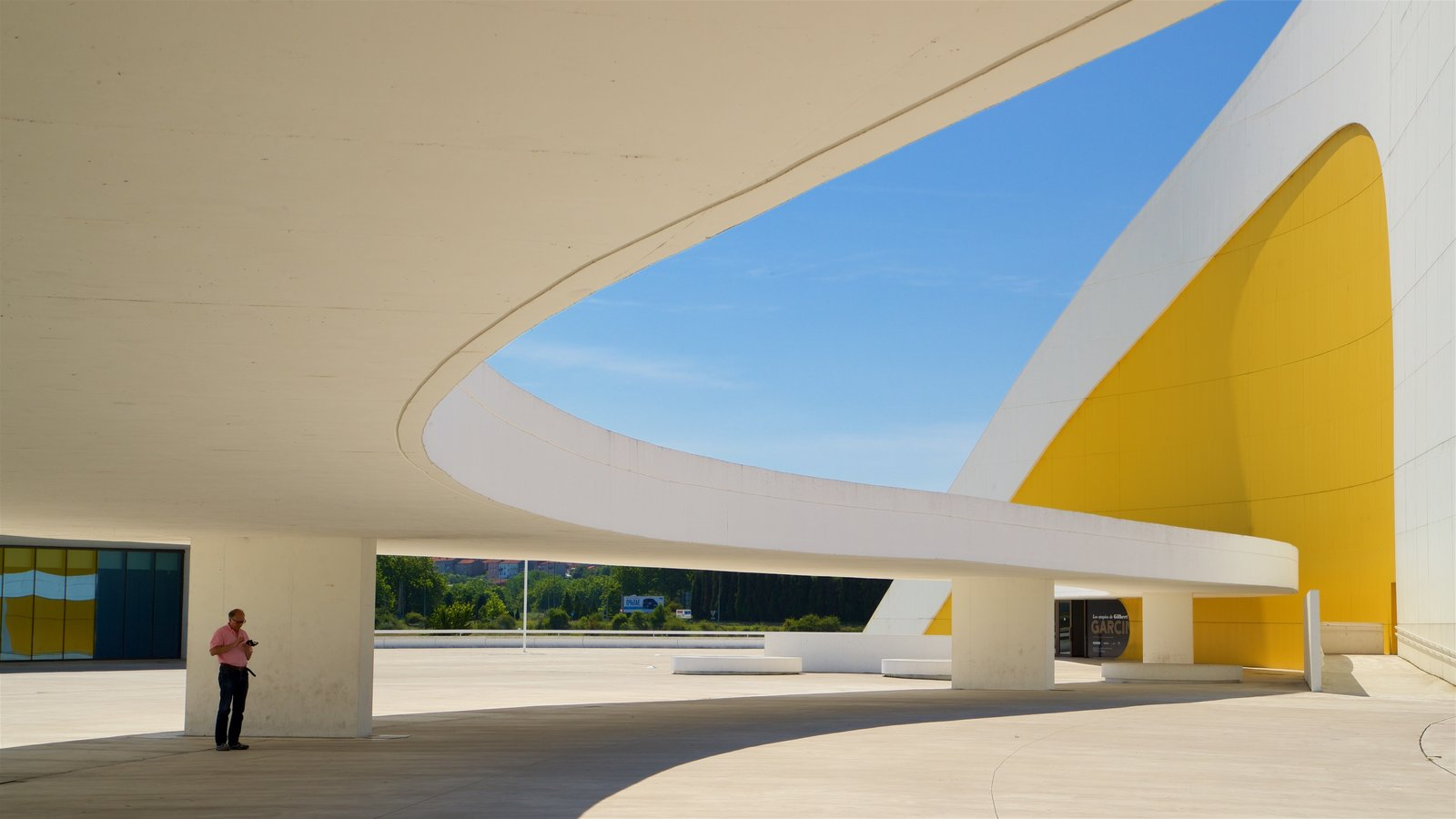 Oscar Niemeyer Cultural Centre featuring modern architecture as well as an individual male