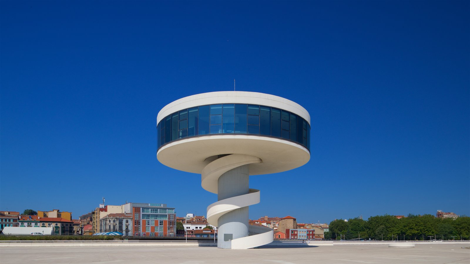 Oscar Niemeyer Cultural Centre showing a city and modern architecture