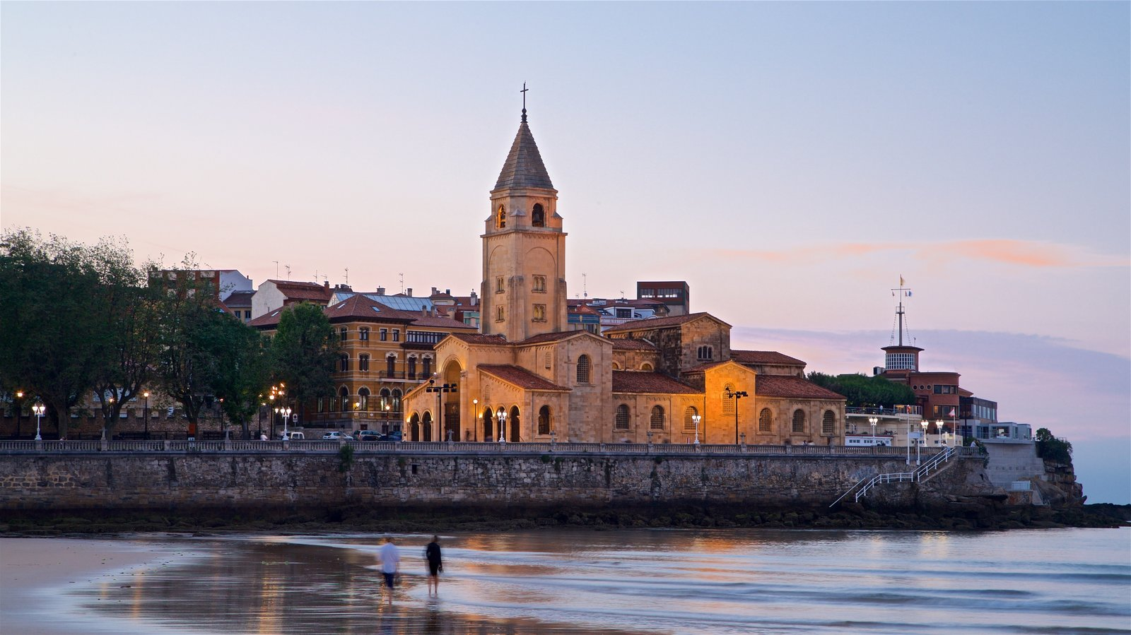 San Lorenzo Beach showing heritage architecture, a sunset and a coastal town