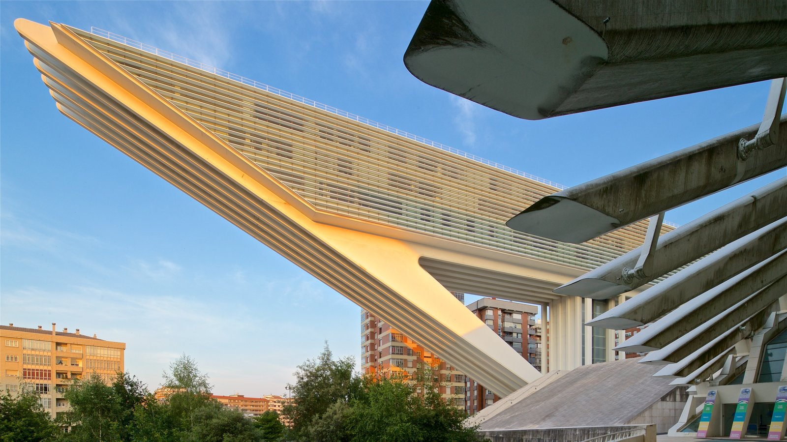 Palacio de Exposiciones y Congresos featuring a sunset, a city and modern architecture