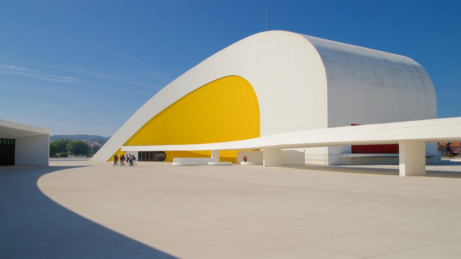 Oscar Niemeyer Cultural Centre featuring modern architecture as well as a small group of people