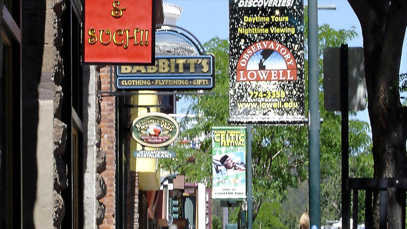 Flagstaff que inclui cenas de rua e sinalização