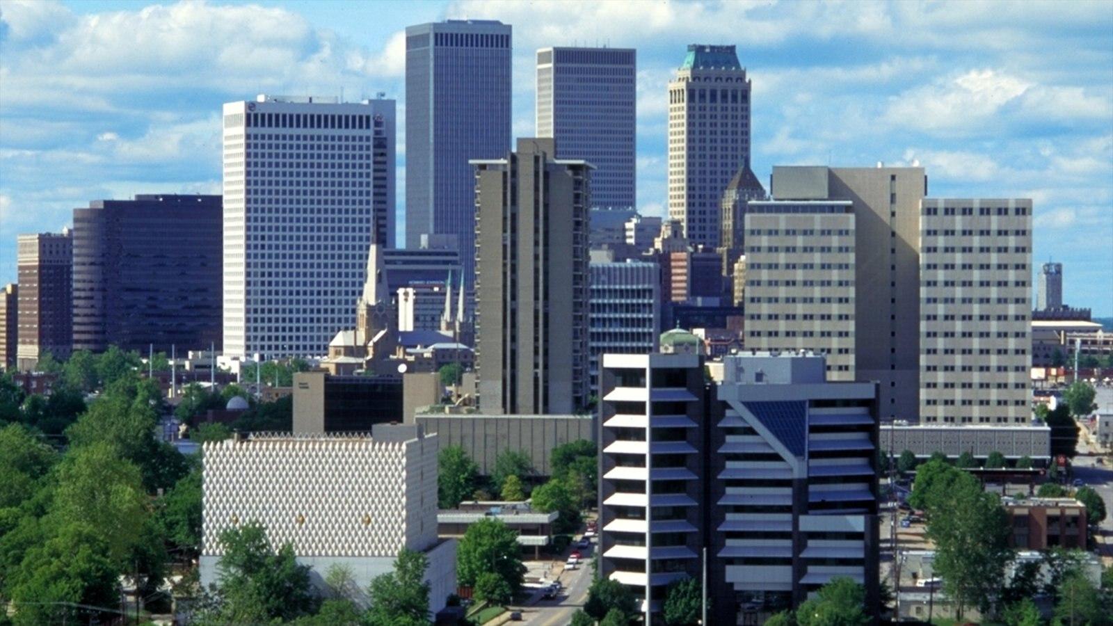 Centro de Tulsa ofreciendo un edificio de gran altura y una ciudad
