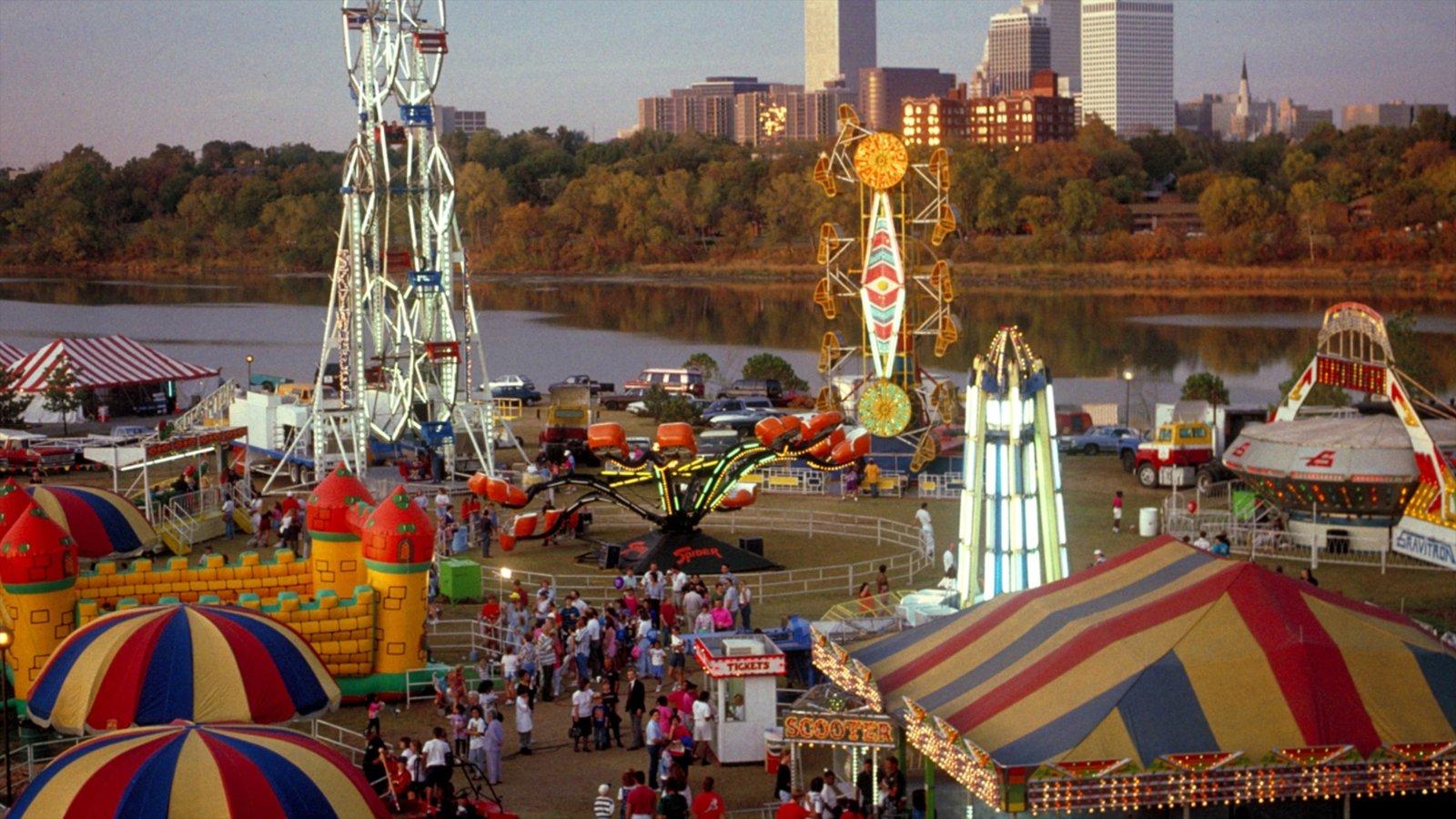 Tulsa que incluye una ciudad, paseos y un edificio de gran altura