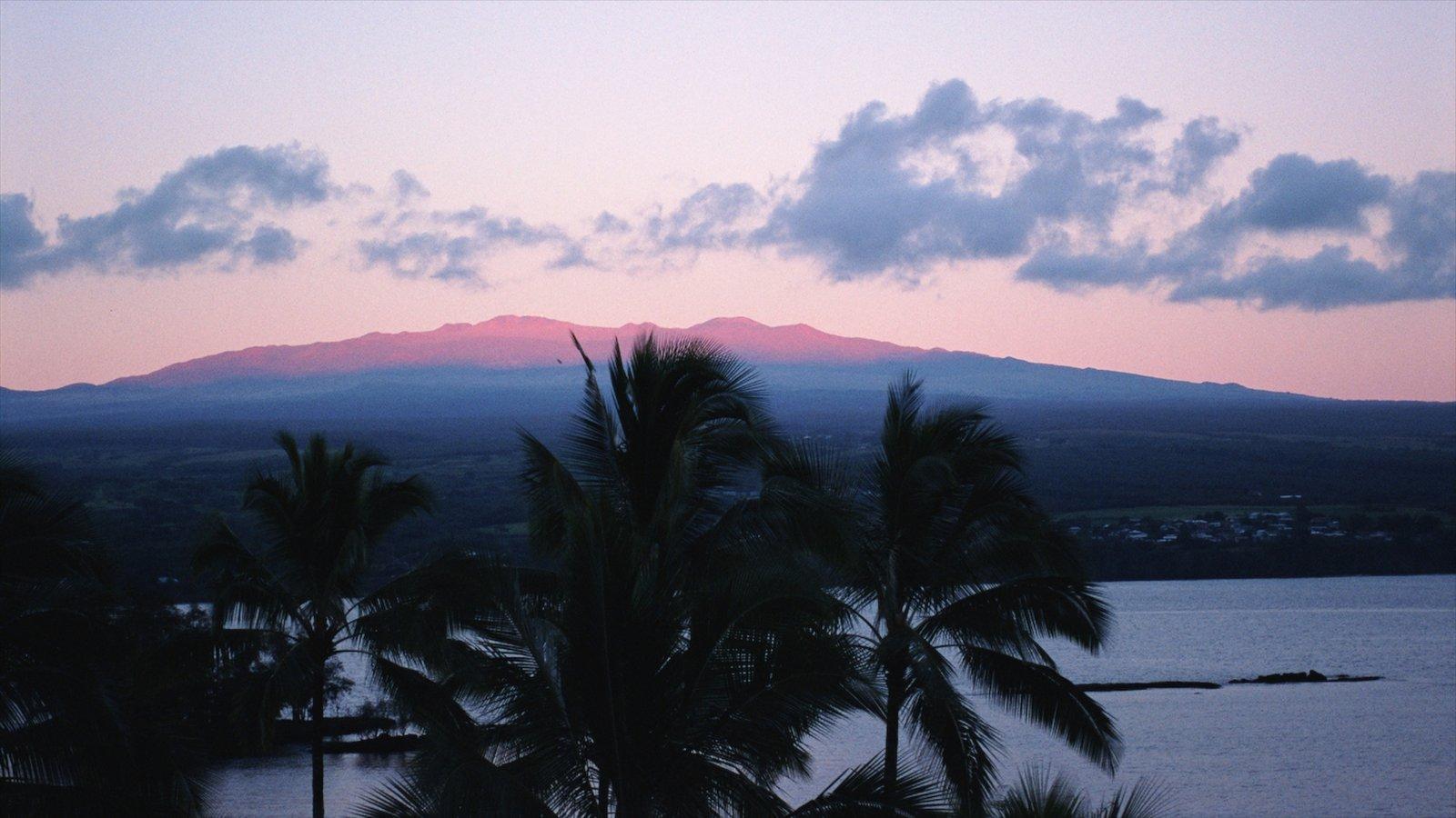 Hilo que inclui um pôr do sol, paisagem e cenas tropicais