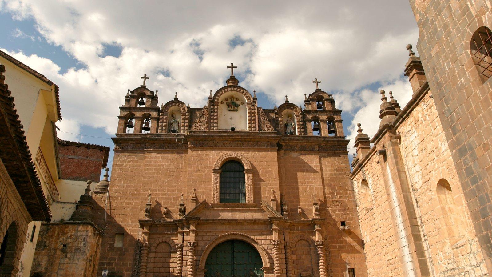 Cuzco mostrando elementos religiosos e uma igreja ou catedral