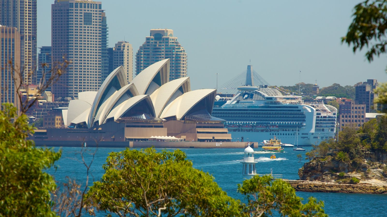 Sydney showing theater scenes, general coastal views and a city