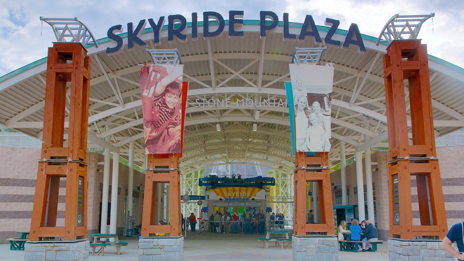 Stone Mountain Park mostrando um parque, sinalização e arquitetura moderna