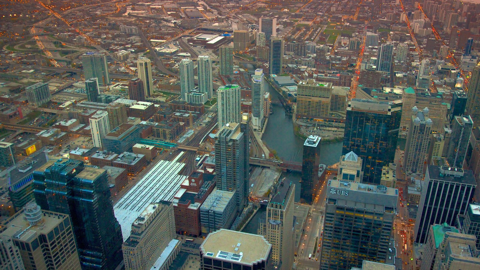 Willis Tower showing a city, modern architecture and city views