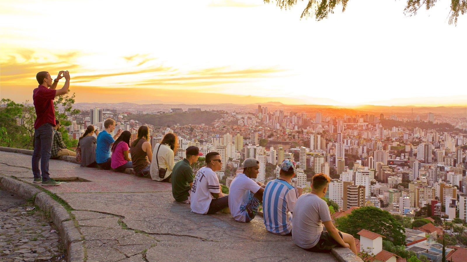 Belo Horizonte caracterizando um pôr do sol, paisagem e paisagens