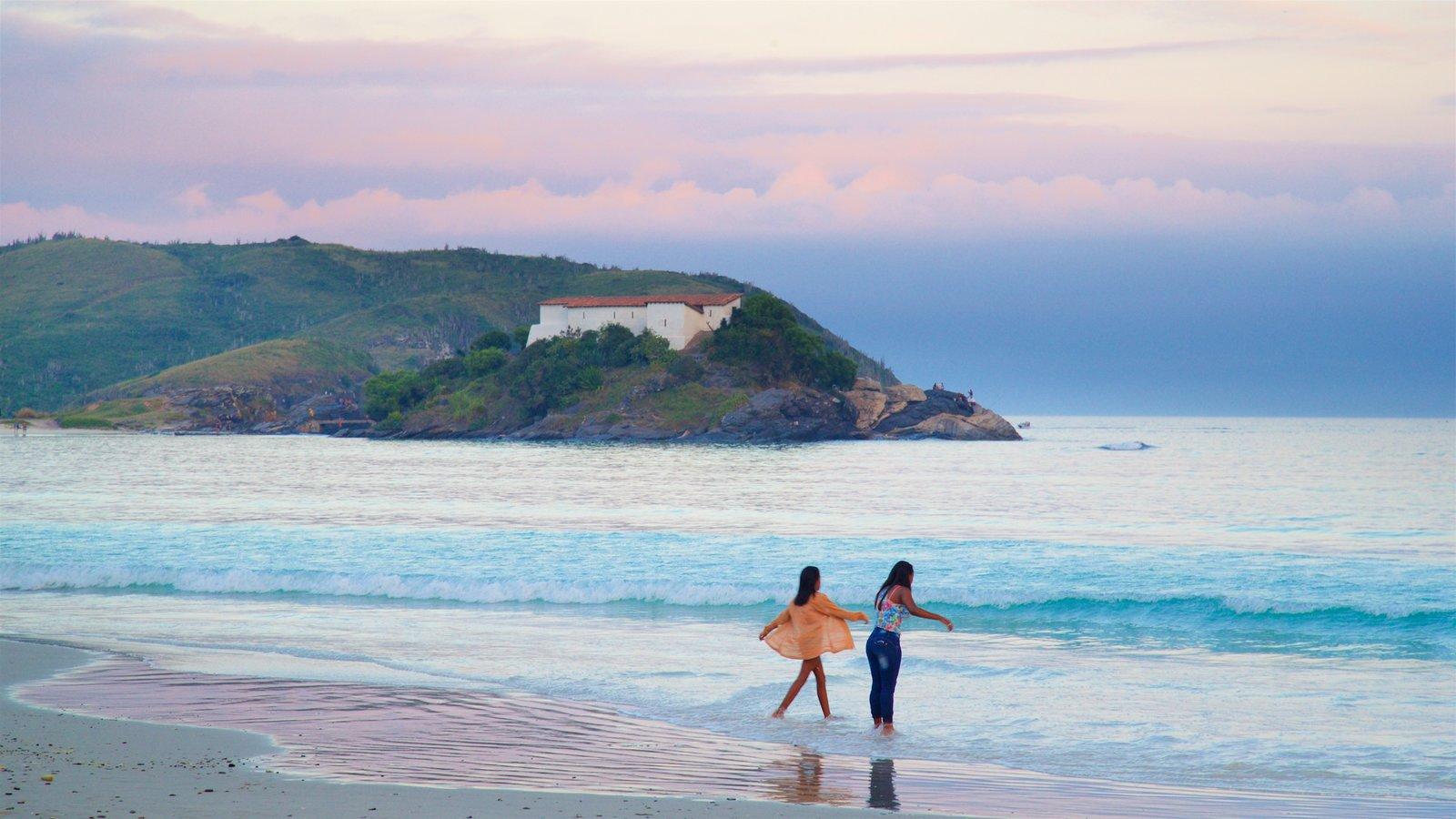 Forte São Mateus mostrando um pôr do sol, paisagens litorâneas e uma praia