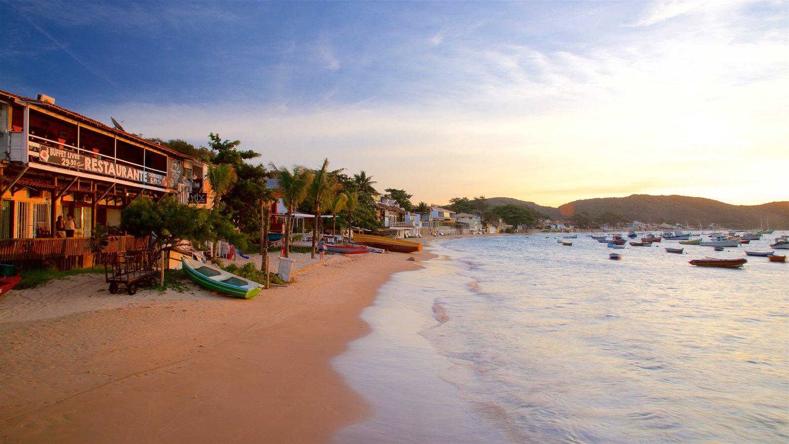 Orla Bardot caracterizando uma praia, uma baía ou porto e paisagens litorâneas