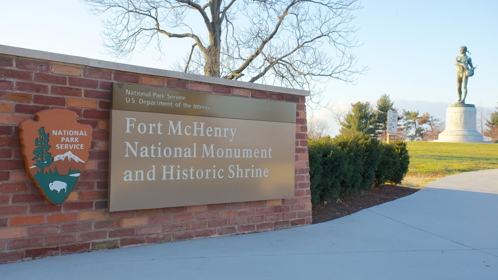 Fort McHenry showing a statue or sculpture, a monument and signage