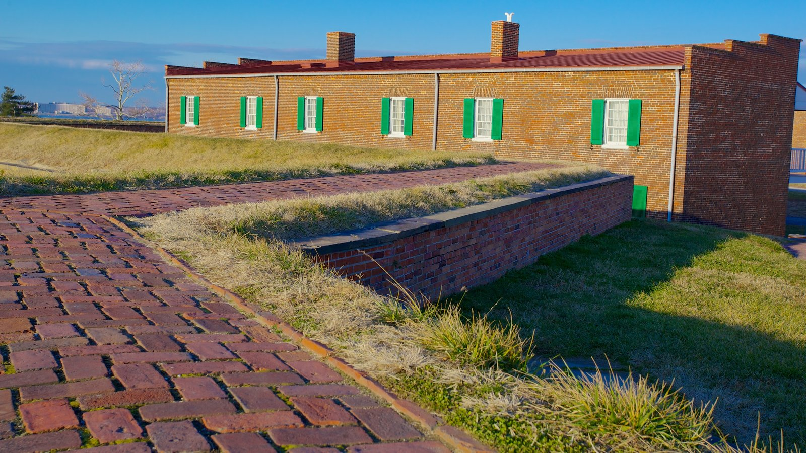 Fort McHenry showing a monument