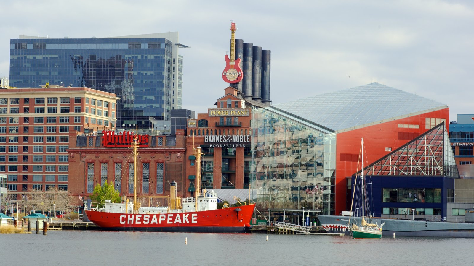 Baltimore Inner Harbor Marina which includes modern architecture, boating and a city