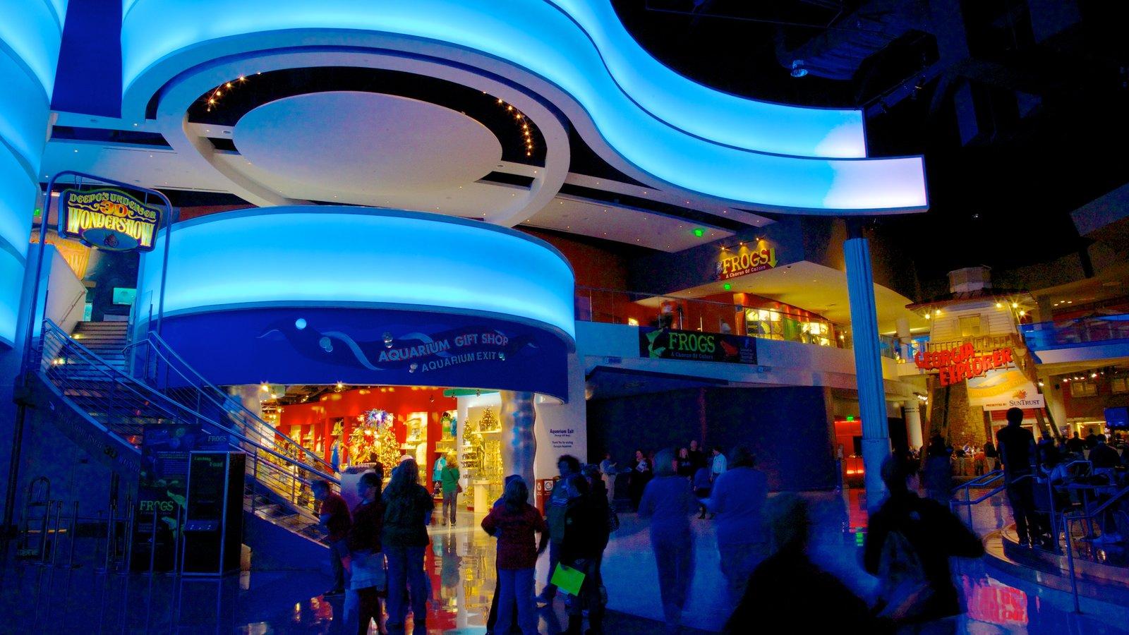Georgia Aquarium caracterizando vida marinha, arquitetura moderna e cenas noturnas
