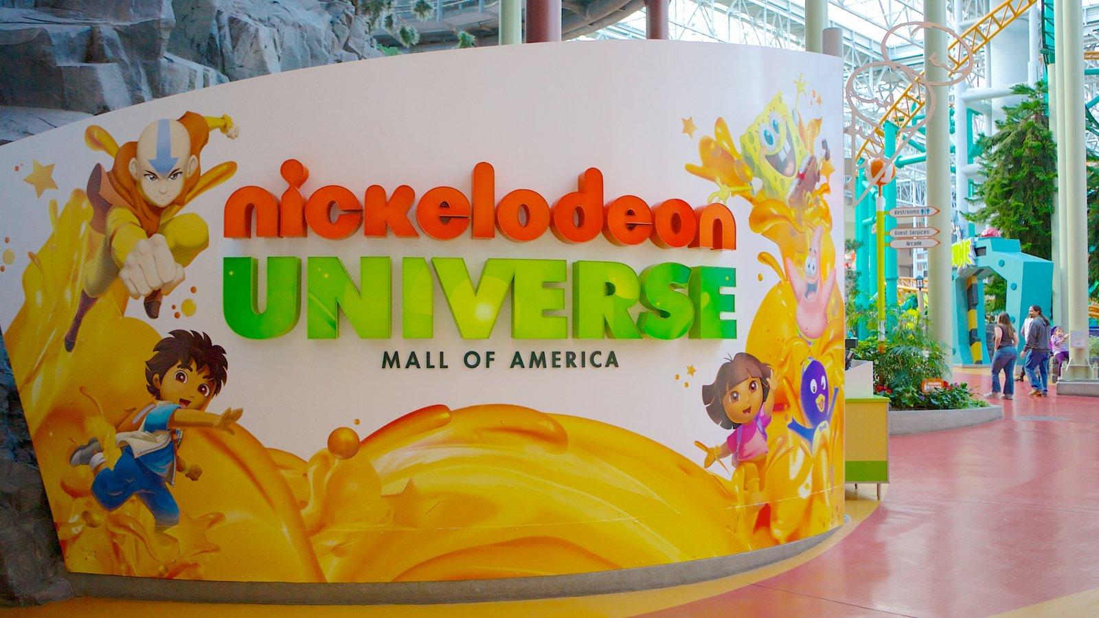Nickelodeon Universe caracterizando distrito comercial central e sinalização