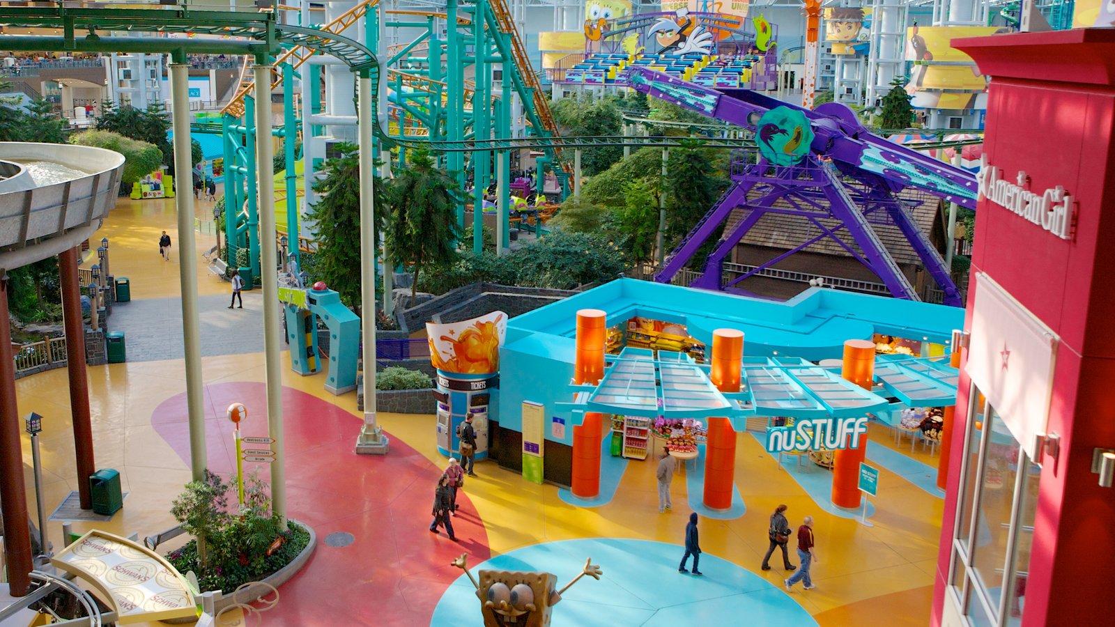Nickelodeon Universe mostrando distrito comercial central, cenas de rua e uma cidade