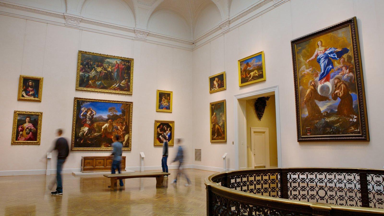 Minneapolis Institute of Arts caracterizando vistas internas e arte assim como um pequeno grupo de pessoas