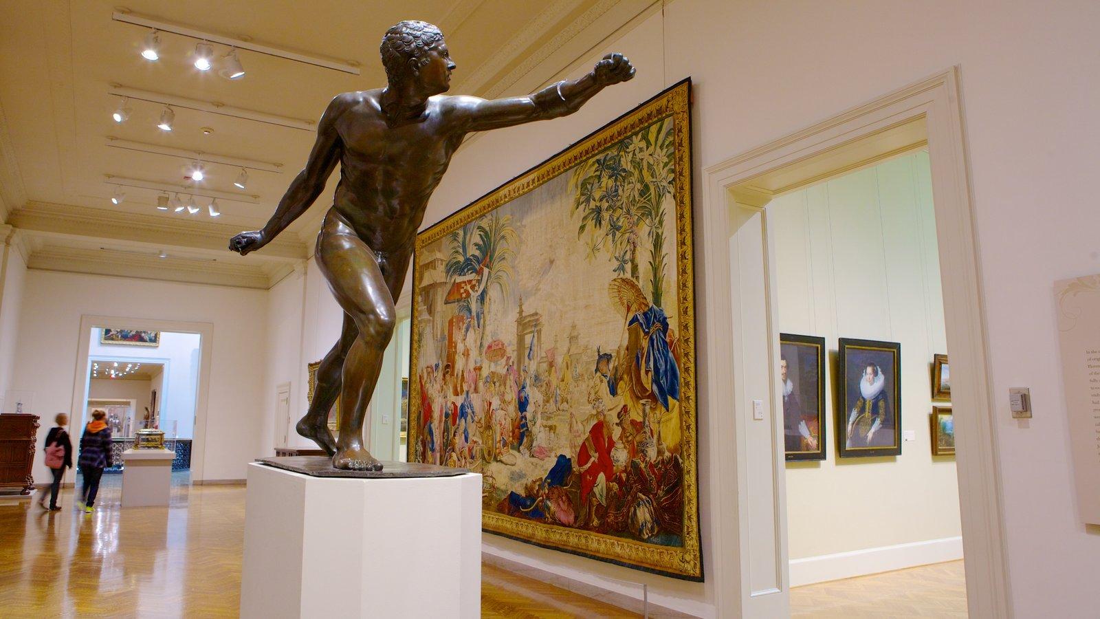 Minneapolis Institute of Arts mostrando vistas internas, uma estátua ou escultura e arte