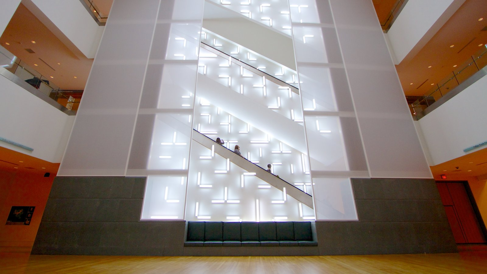 Indianapolis Museum of Art mostrando vistas interiores