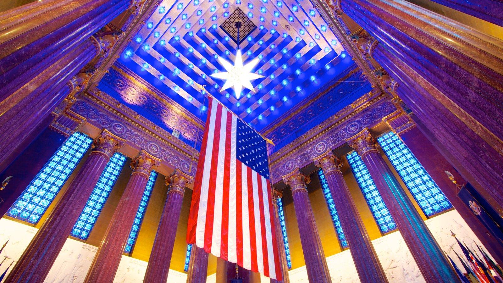 Indiana War Memorial mostrando un monumento y vistas interiores