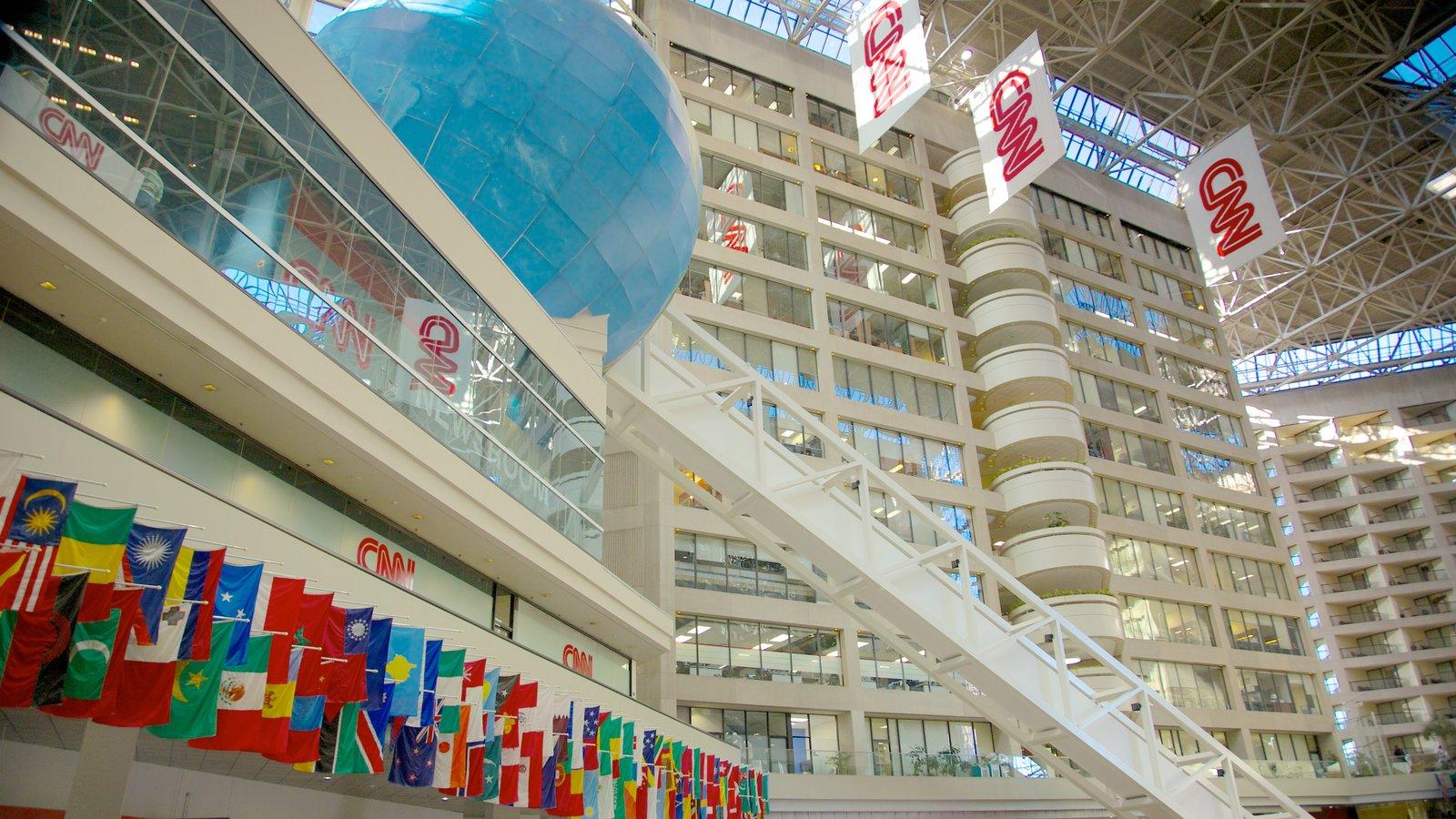 CNN Center mostrando vistas internas, uma cidade e arquitetura moderna