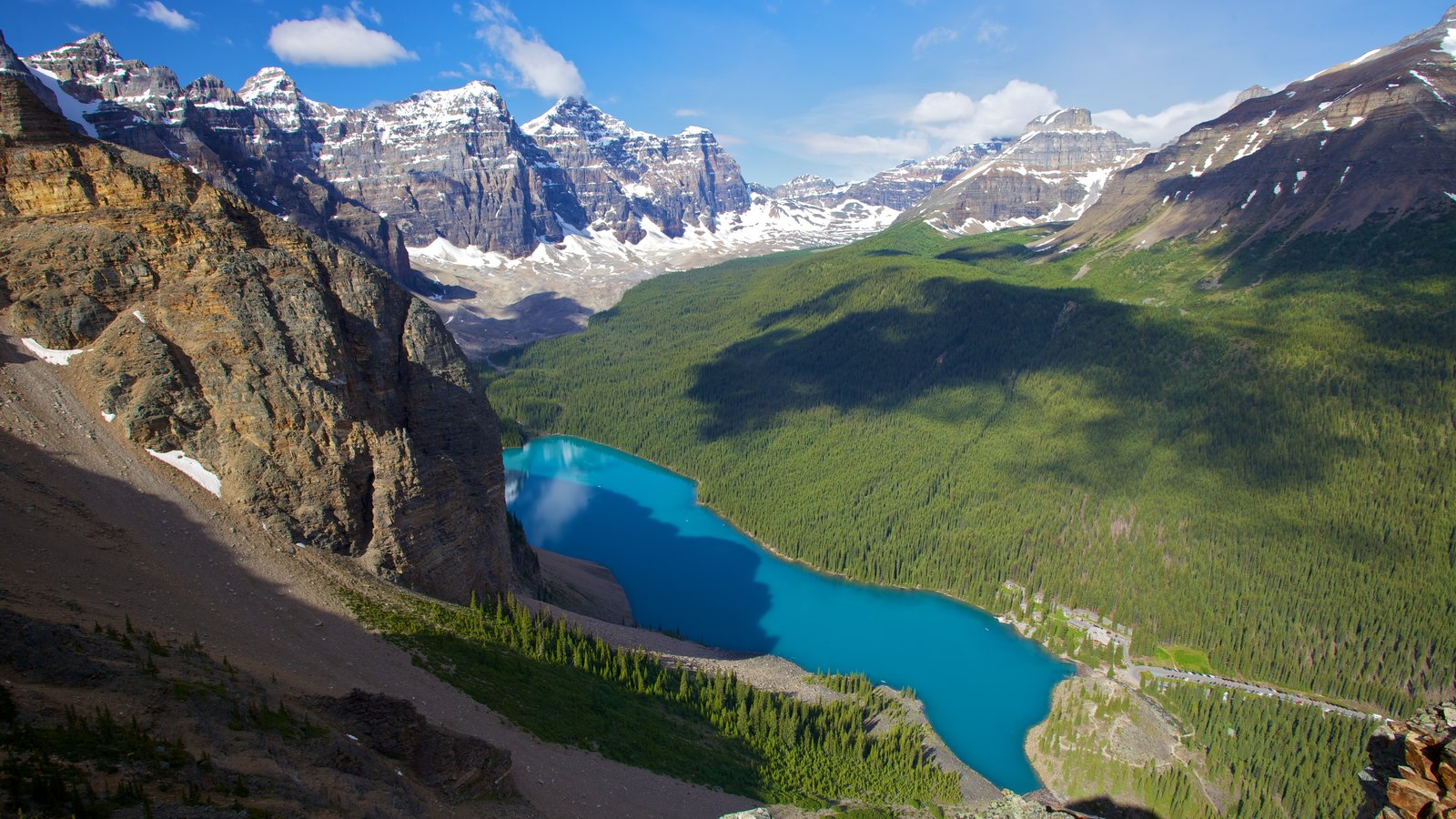Moraine Lake showing landscape views, mountains and a lake or waterhole