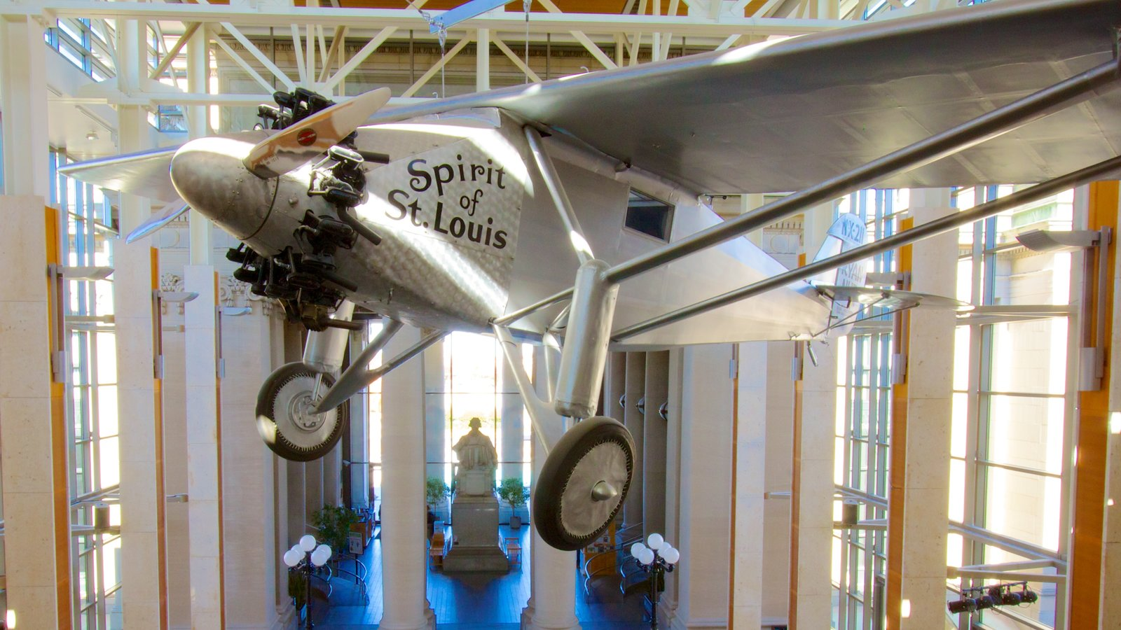 Missouri History Museum showing interior views and aircraft